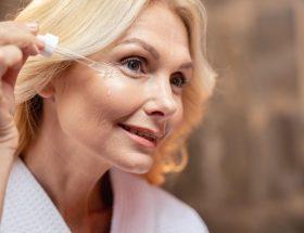 Mejores serums faciales para mujeres de 50 años
